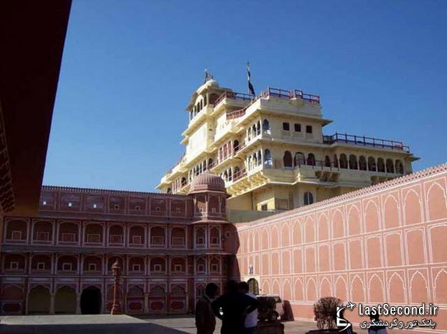 قصر ماهاراجه و مجموعه قصر صورتی در مرکز شهر